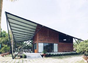 "Vietnam: la ""casa aquilone"" si integra con la natura"