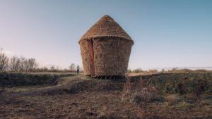 Inghilterra: una installazione che prende spunto dal tradizionale pagliaio, un luogo per fermarsi e riflettere